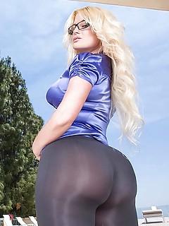 Big Booty in Glasses Porn